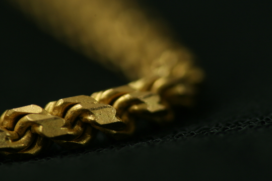 Close up of a gold chain