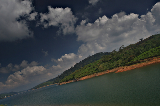 Sholayar dam and reservoir